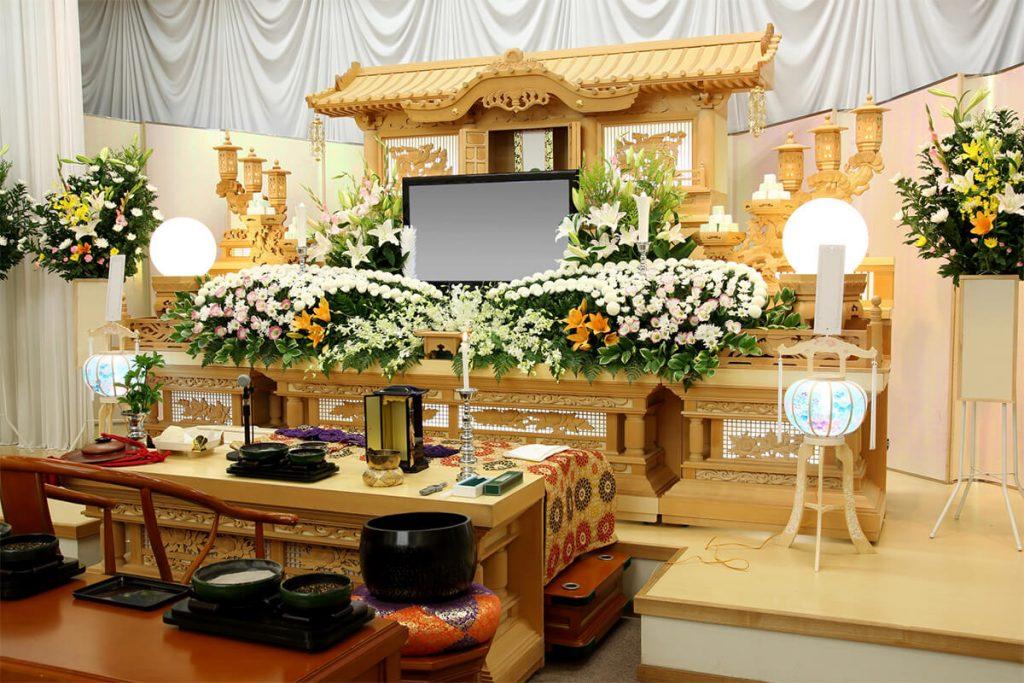 お葬式の総額費用 平均相場は196万円