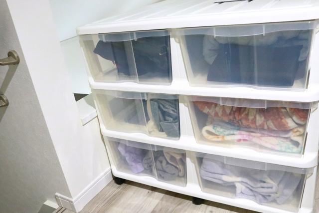 プラスチック製の衣類用収納ケース