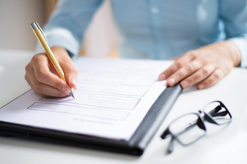 登記事項証明書申請書の提出先と手数料